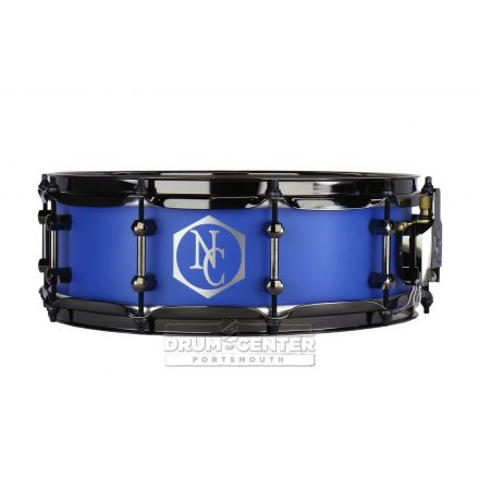 Noble And Cooley Alloy Classic Painted Snare Drum with Black Hw and Reveal Style Logo Flat Royal Blue - 14x4.75